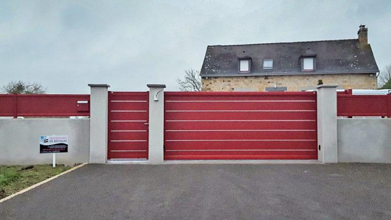 Portail coulissant en alu Rouge avec jonc décoratif en aluminium