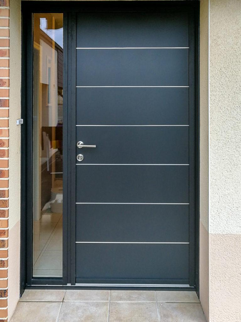 Porte d'entrée en aluminim avec vitrage sécurisé