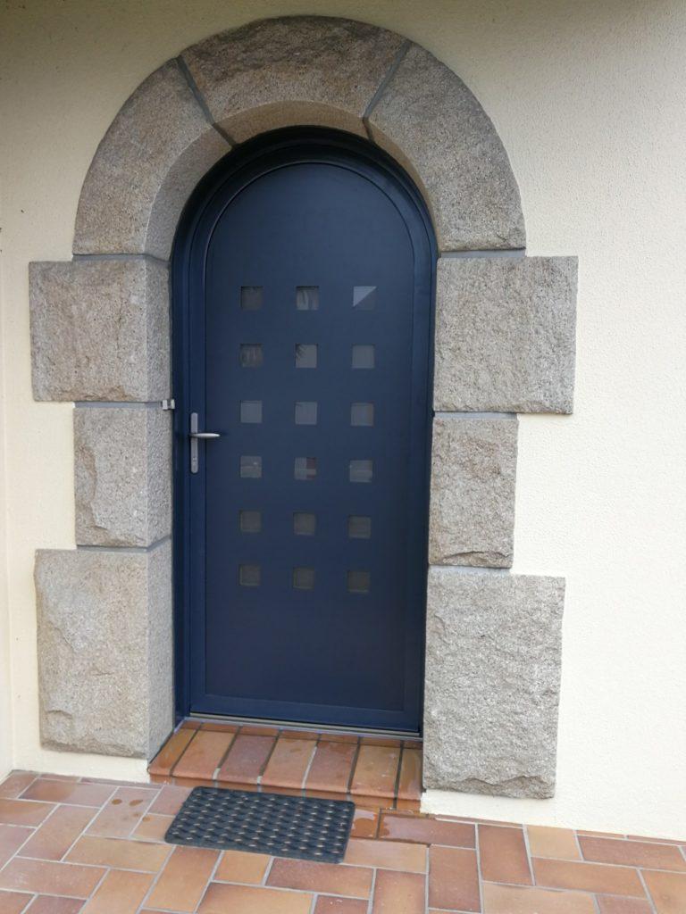 porte d'entrée plein cintre en bois-alu